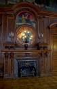 Wnętrze pałacu. Kominek w sali jadalnej.