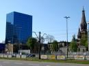 Błękitny Wieżowiec przy al.Piłsudskiego, po prawej stronie kościół Jezuitów